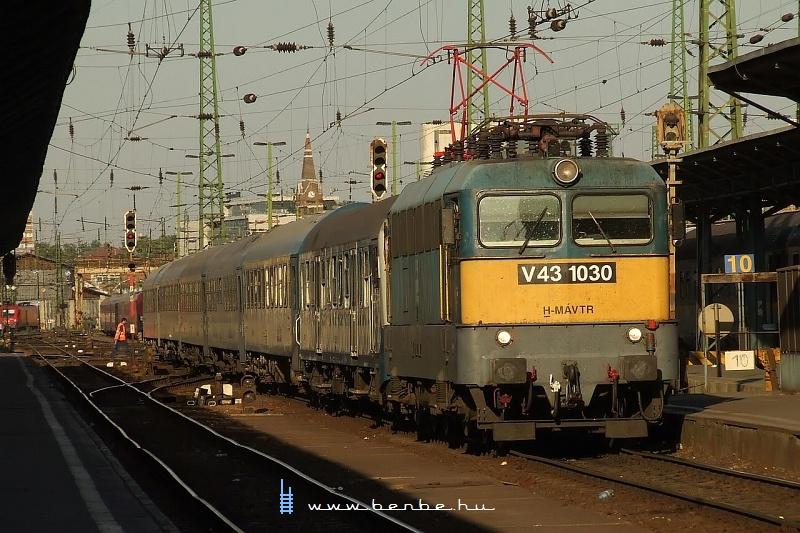 V43 1030 a Keletiben fotó