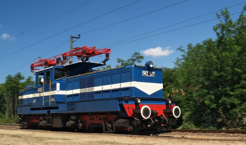 The V42 527 at Vácrátót photo