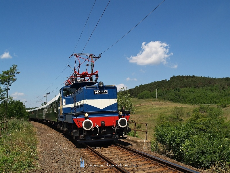 The V42 527 near Kisnémedi photo