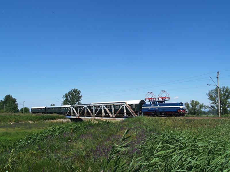 V42 527 a hatvani Zagyva-hídon fotó