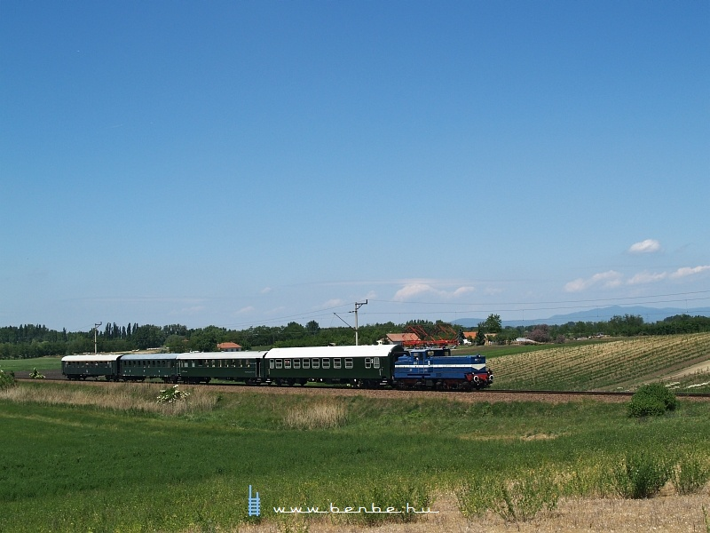 V42 527 Jászfényszarun fotó