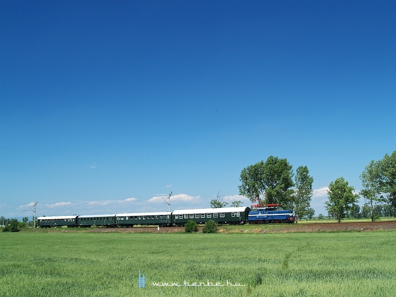 V42 527 Jászberény elõtt fotó