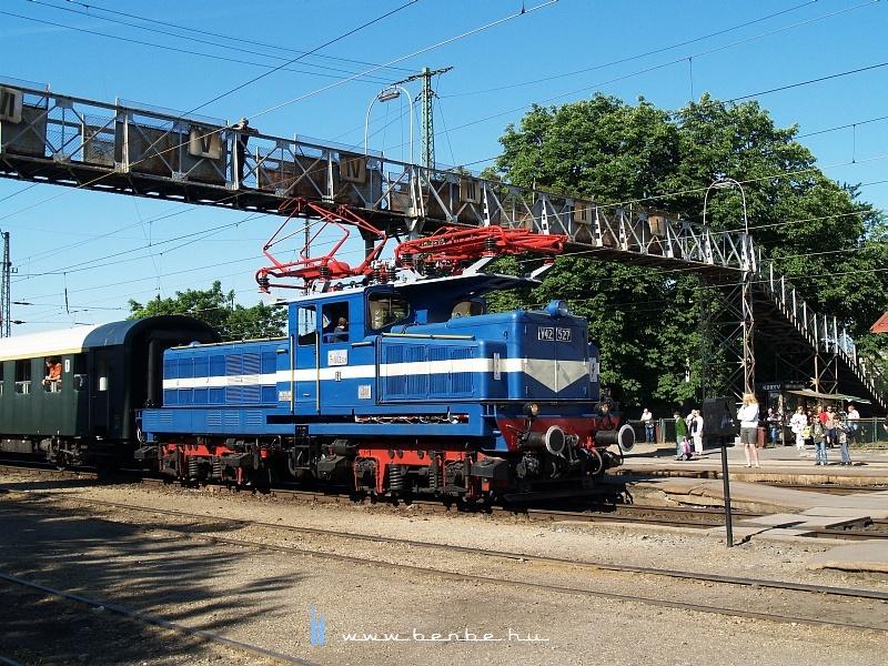 V42 527 Rákospalota-Újpesten fotó