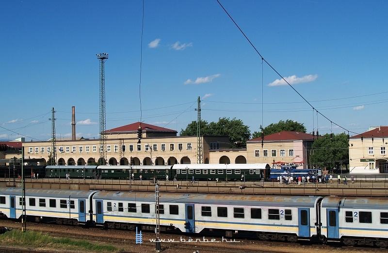 V42 527 Hatvan állomáson fotó