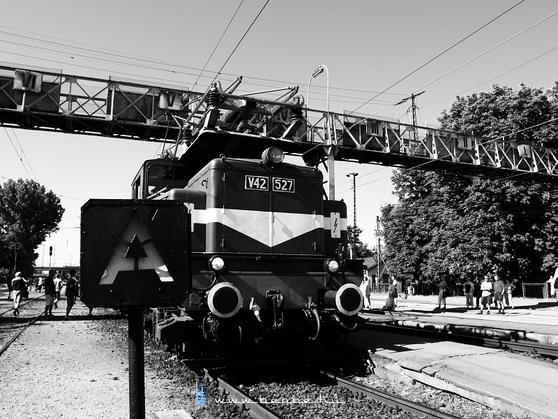 The V42 527 at R�kospalota-�jpest photo