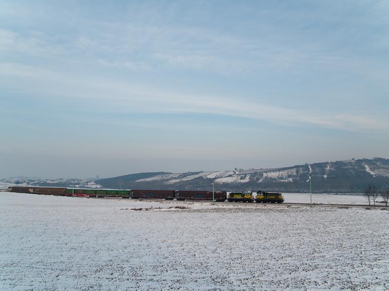 The local freight train with two Raaberbahn M44s between Vulkapordány (Wulkaprodersdorf, Ausztria) and Darufalva (Drassburg, Ausztria) photo