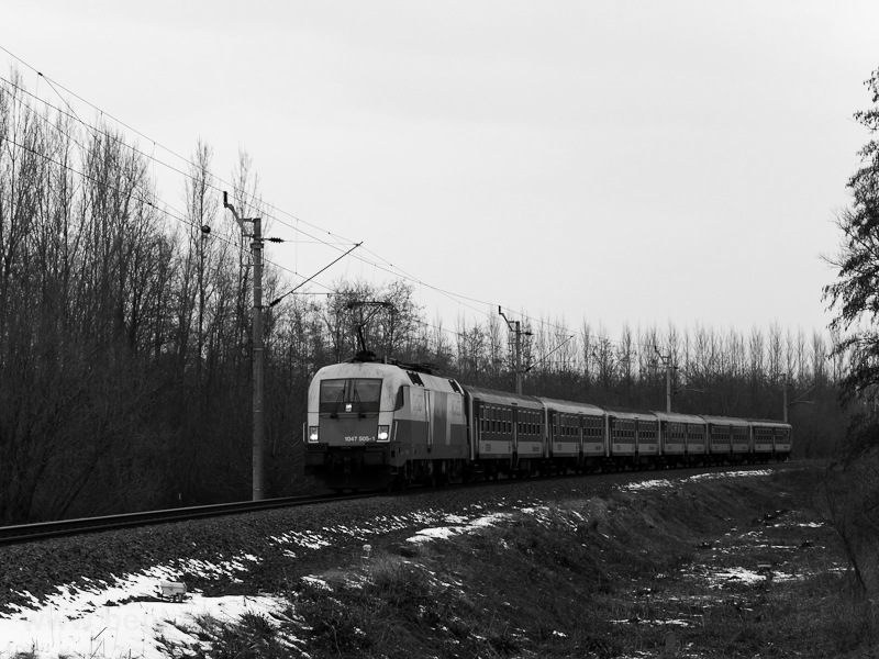 The GYSEV 1047 505-1 without its advertising livery pulling six type Bh cars between Bük and Acsád photo