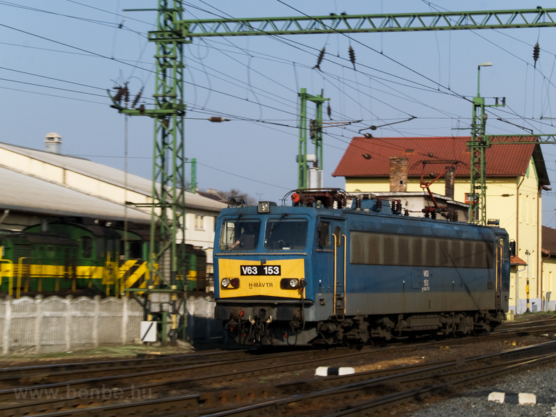 The MÁV-TR V63 153 is seen running around at Sopron photo