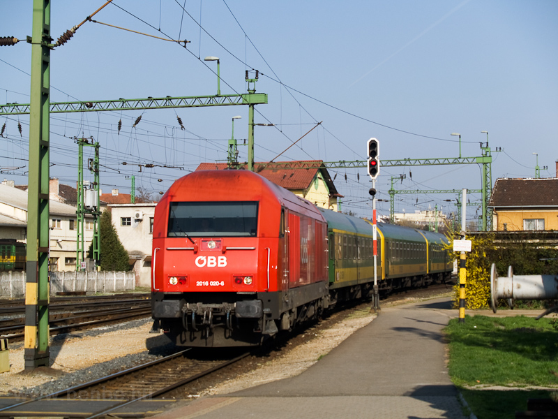 The ÖBB 2016 020-6 is seen arriving with an InterCity from Wiener Neustadt to Sopron photo