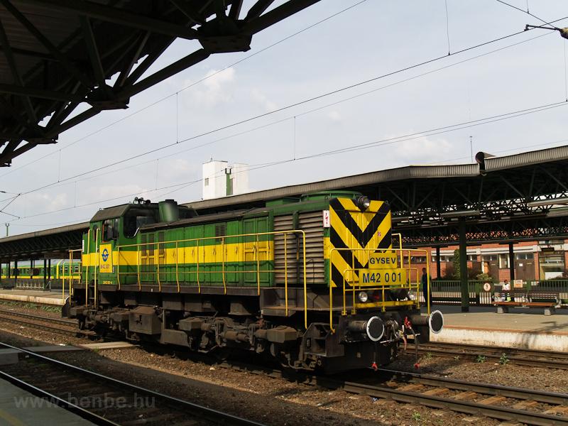 A GYSEV M42 001 Sopronban fotó