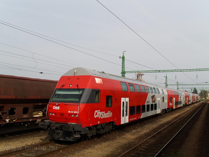 Az ÖBB 86-33 200-6 pályaszámú emeletes vezérlőkocsija Fertőszentmiklóson fotó