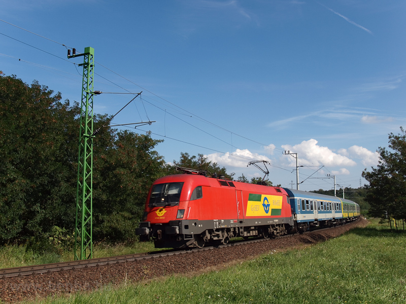 The GYSEV 1116 064-5 seen between Fertőboz and Sopron photo