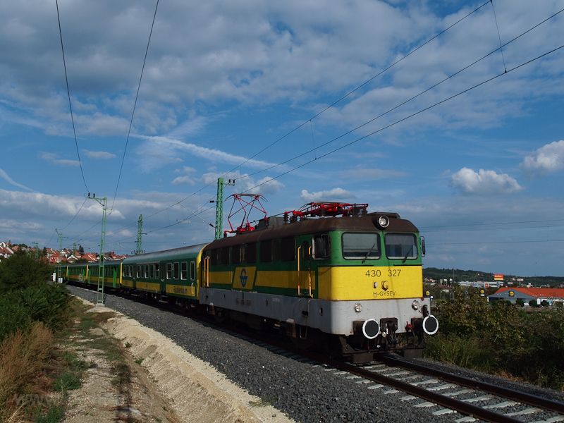 The GYSEV 430 327 seen between Fertőboz and Sopron photo