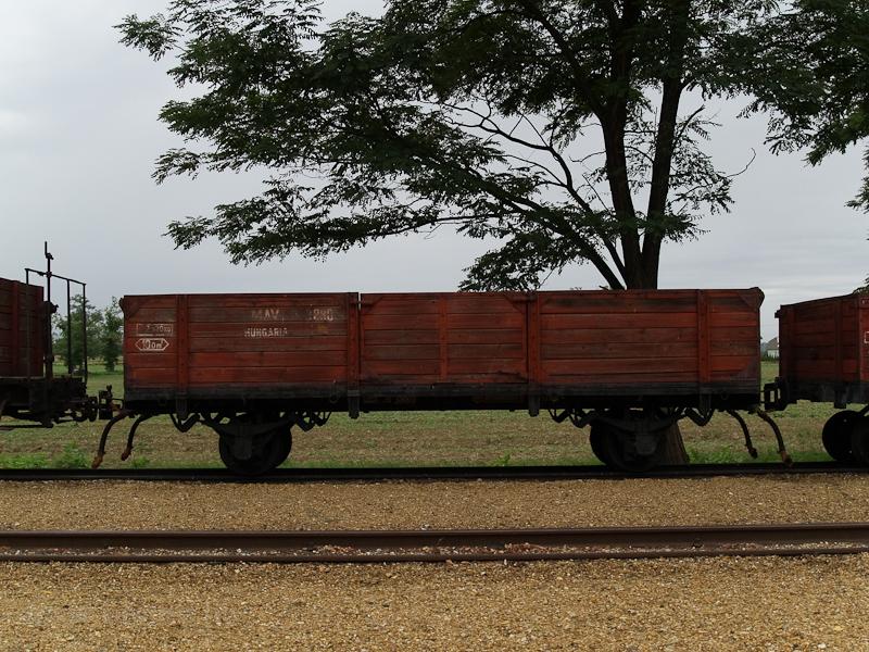 Alacsony oldalfalú teherkoc fotó