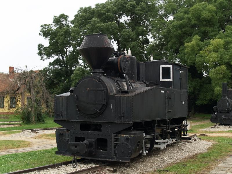 A 495-5001 pályaszámú, 1000 mm nyomközű gőzmozdony kiállítva Nagycenken (építette a MÁVAG 1915-ben a Diósgyőri Gépgyár részére) fotó