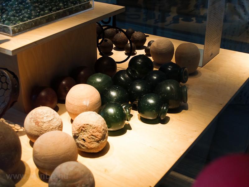Fraknó vára - gyújtóbombák fotó