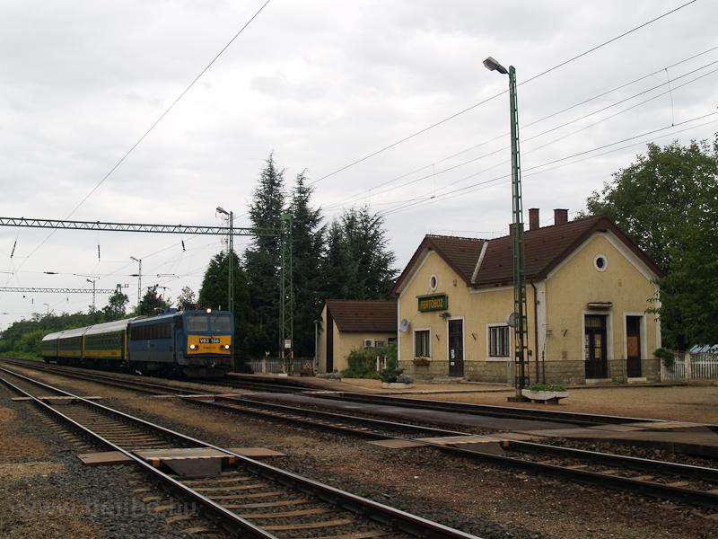 A GYSEV V63 156 InterCity vonatával Fertőbozon, amikor még Gigantok is jártak emelt sebességű fordában fotó