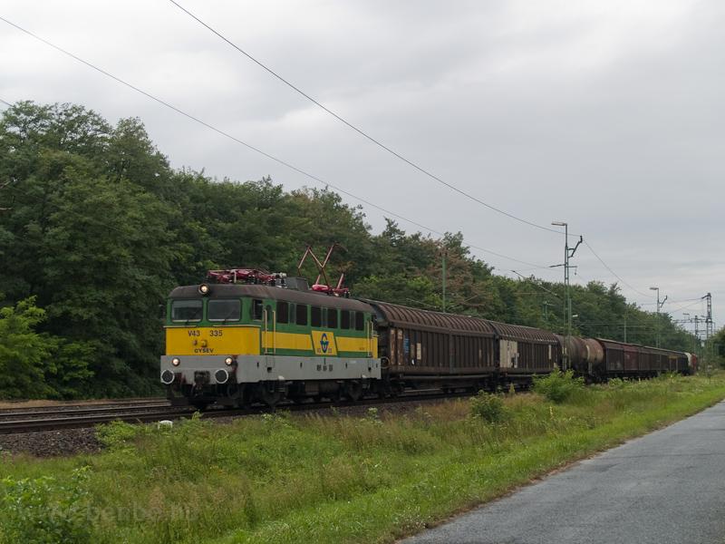 A GYSEV V43 335 tehervonatá fotó