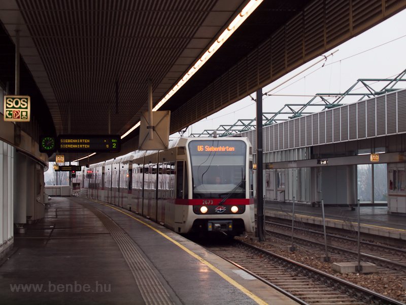 The class T underground railway unit number 2673 at the Neue Donau station of the U6 line photo