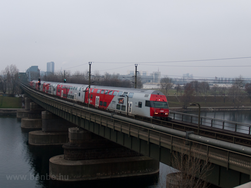 ÖBB double-decker push-pull set at Strandbäder photo