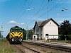 A GYSEV M44 307 Boldogasszony állomáson (Frauenkirchen, Ausztria) - a HÉV I. osztályú épület elé épített forgalmi körbenézőt azóta egy új vágány építése miatt elbontották