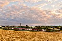175 éves a vasút Ausztriában - ünnepség a kismartoni ünnepség után tér haza a 1116 249 által vontatott Werbe-railjet a Fertő-tó partjáról (a kép Nezsider (Neusiedl am See, Ausztria) és Parndorf Ort (Pándorfalu község) között készült
