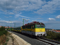 The GYSEV 430 327 seen between Fertőboz and Sopron