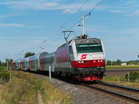 The ÖBB 1014 013-5 is hauling a CityShuttle push-pull set between Barátudvar-Féltorony (Mönchhof-Halbturm, Austria) and Boldogasszony (Frauenkirchen, Austria)