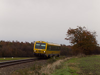 The GYSEV's green-yellow 247 509 is seen between Lépesfalva and Fraknó