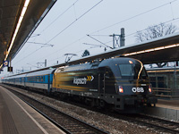 Az ÖBB 1216 210 pályaszámú, <q>Kapsch</q>-reklámos, három áramrendszer&#369; Taurus villanymozdonya Wien Meidling állomáson