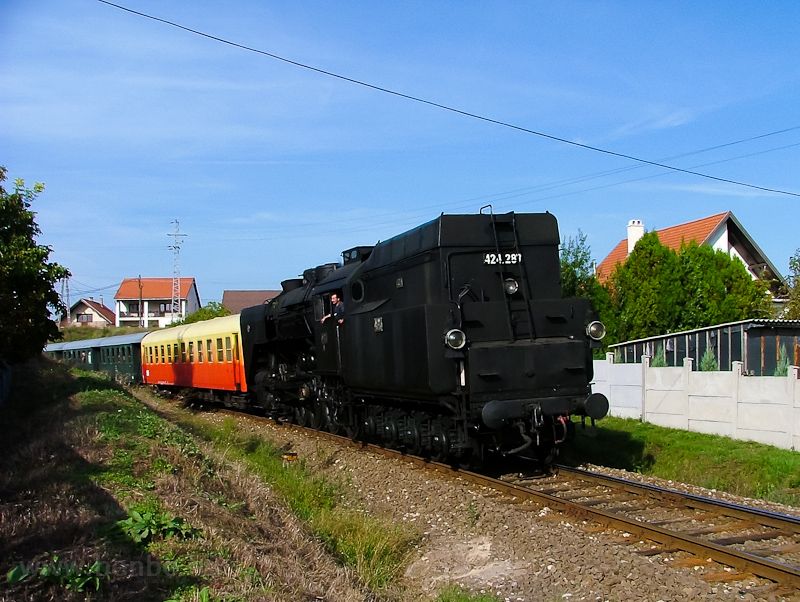 The 424,287 seen hauling a historic train between Szabadságliget and Pilisvörösvár photo
