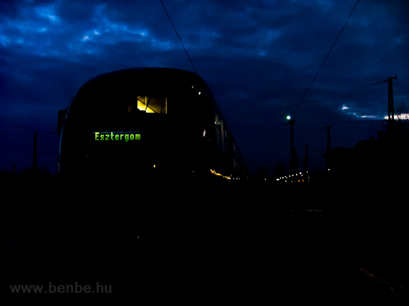 The MÁV 6342 006-1 Desiro railcar is seen waiting for a train to pass it at Óbuda station at dawn photo