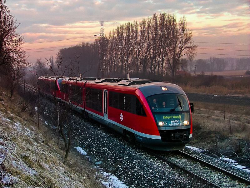 The MÁV 6342 016-0 seen between Dorog and Leányvár photo
