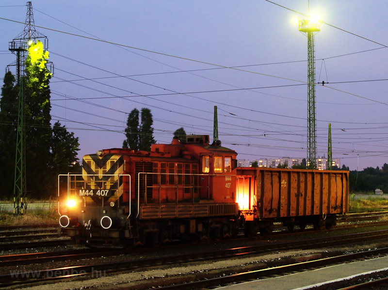 The M44 407 at Óbuda photo