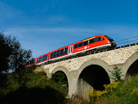 A M�V Desiro seen between Szabads�gliget and Pilisv�r�sv�r on the viadukt