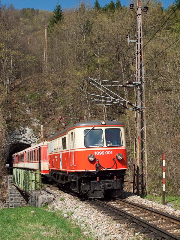 A NÖVOG 1099 001 Schwarzenbach és Frankenfels között a Schönautunnelben és a Pielachbrückén fotó