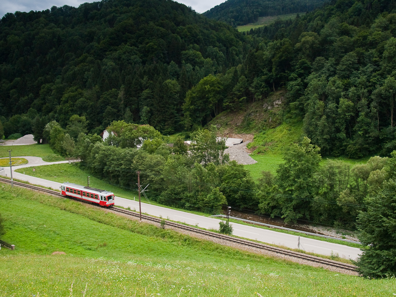 The NÖVOG 5090 016 seen between Frankenfels and Schwarzenbach photo