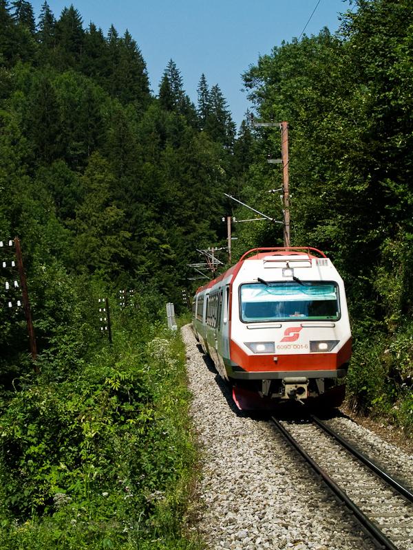 Az ÖBB 6090 001-6 Boding és Laubenbachmühle között, a kép az előjelzőről készült fotó