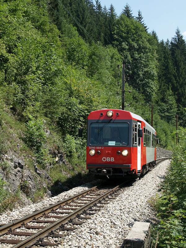 Az ÖBB 5090 004-2 érkezik M fotó