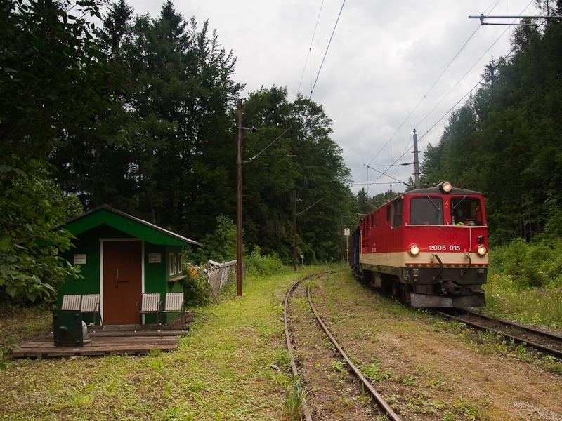 A NÖVOG 2095.015 Winterbach állomáson fotó