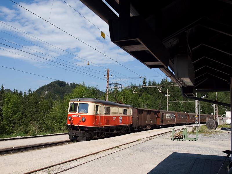A NÖVOG 1099.016 Gösing állomáson az Ötscherbär vonattal fotó