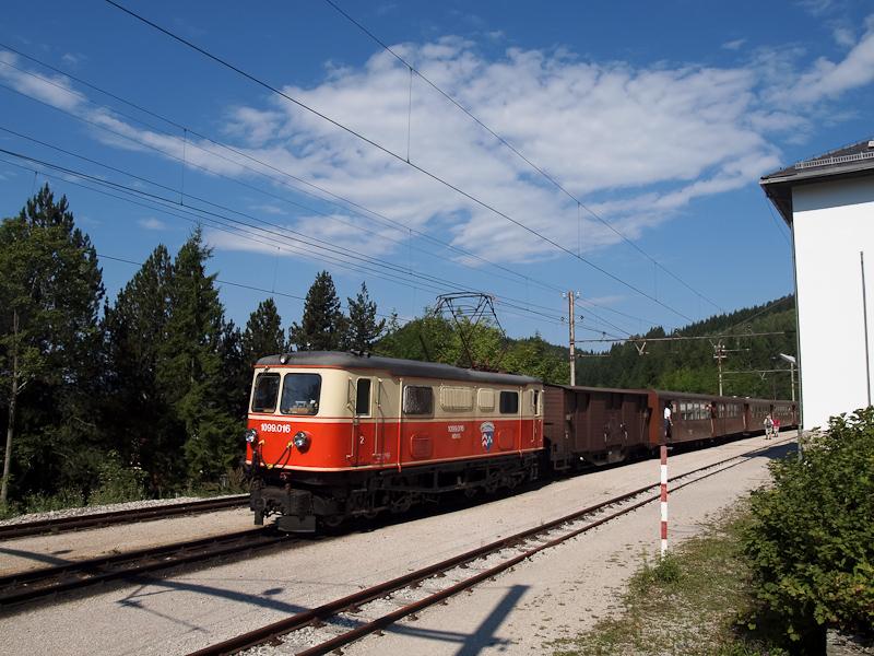 A NÖVOG 1099.016 Gösing állomáson az Ötscher Bär vonattal fotó