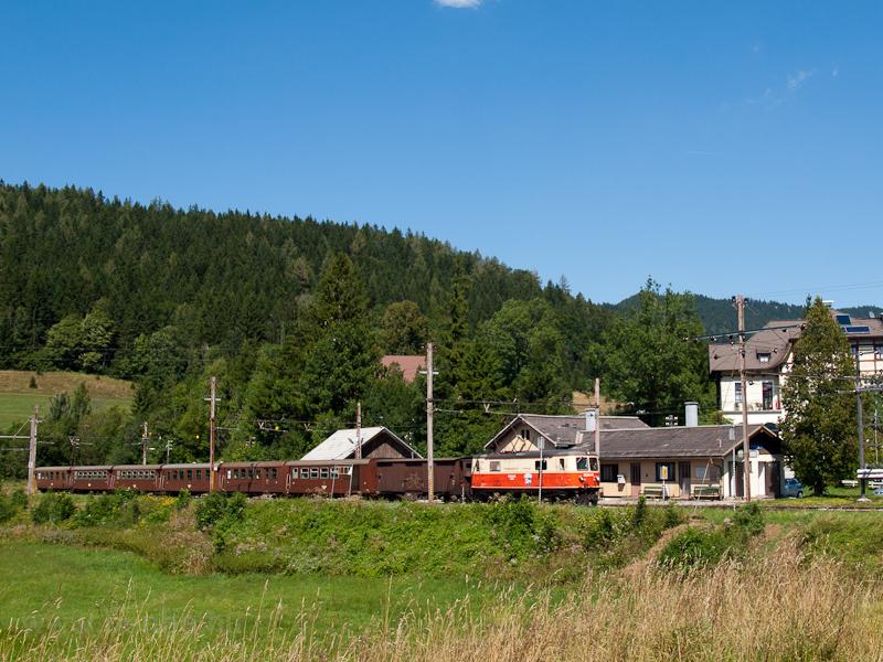A 1099.016 az Ötscherbär REX-szel Annaberg állomáson fotó