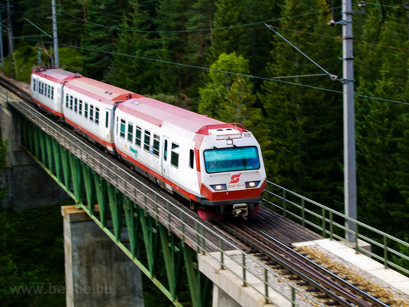 The ÖBB 6090 001-6 is seen between Erlaufklause and Mitterbach stations on the Kuhgrabenviadukt photo