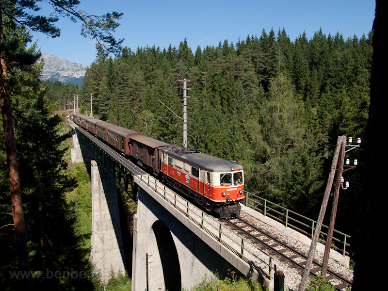 The 1099 004 is seen between Erlaufklause and Mitterbach stations on the Kuhgrabenviadukt photo