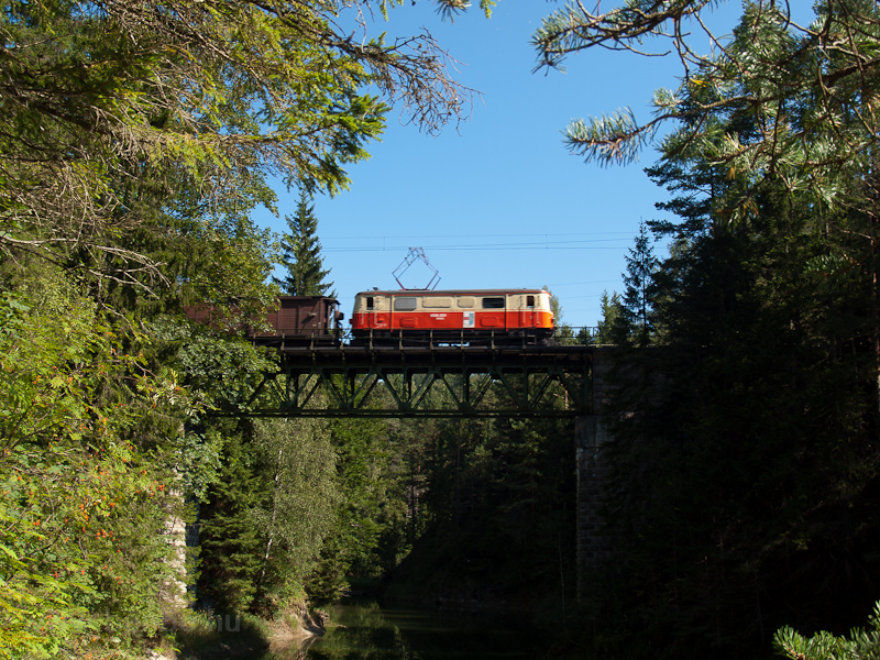 The 1099 001 is seen on the Eselgrabenbrücke between Erlaufklause and Mitterbach photo
