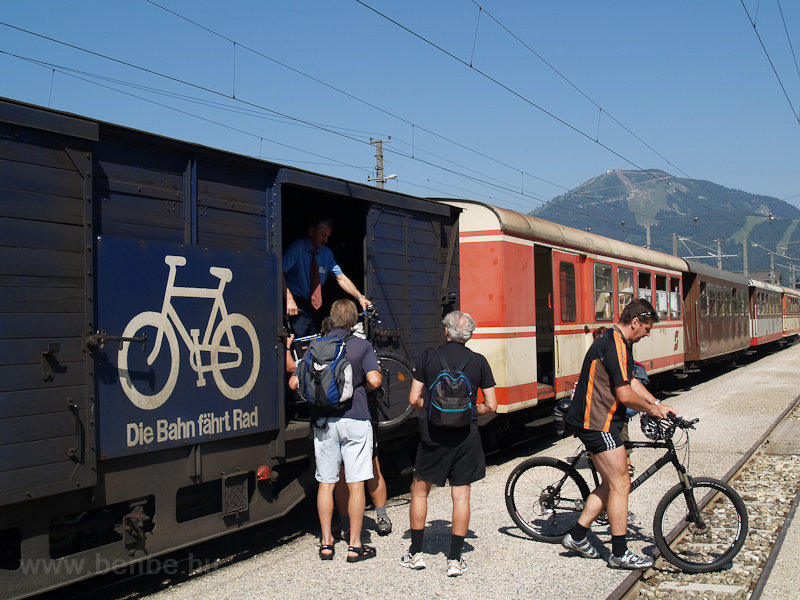 Megjöttek a bicajosok Mariazellbe fotó