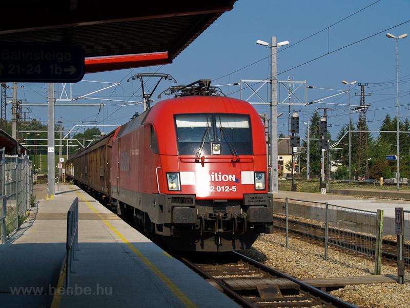 A Railion 182 012-5 tehervonattal St. Pölten Hauptbahnhofon fotó