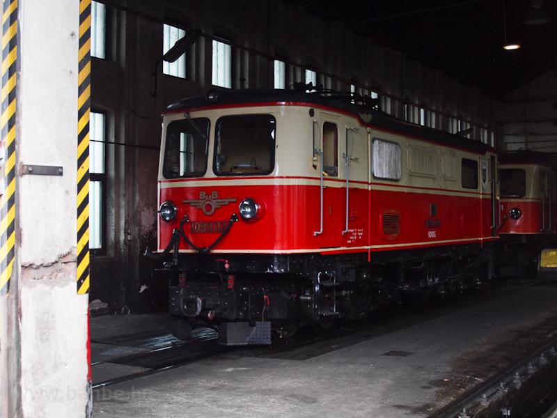 Mozdonyszín St. Pölten Alpenbahnhofon, bent a 1099.02 fotó