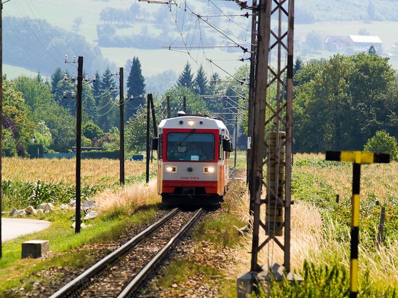Az ÖBB 5090 016-6 érkezik Weinburgba Kammerhof felől fotó